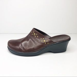 Clarks Brown Leather Clogs w Brass Details Size 10